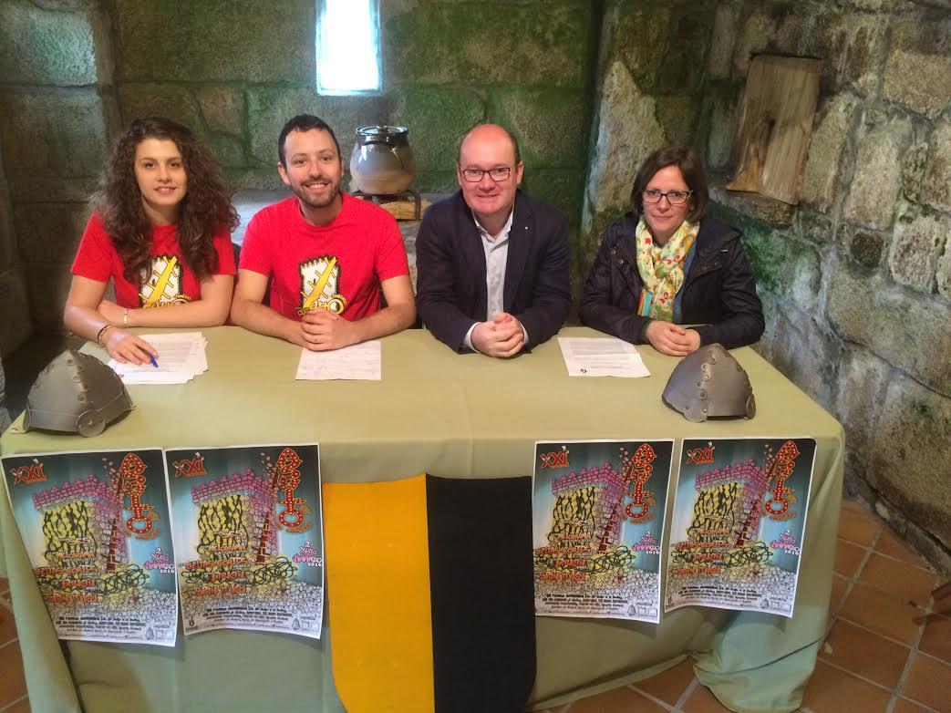 Rolda de prensa de presentación no castelo de Vimianzo
